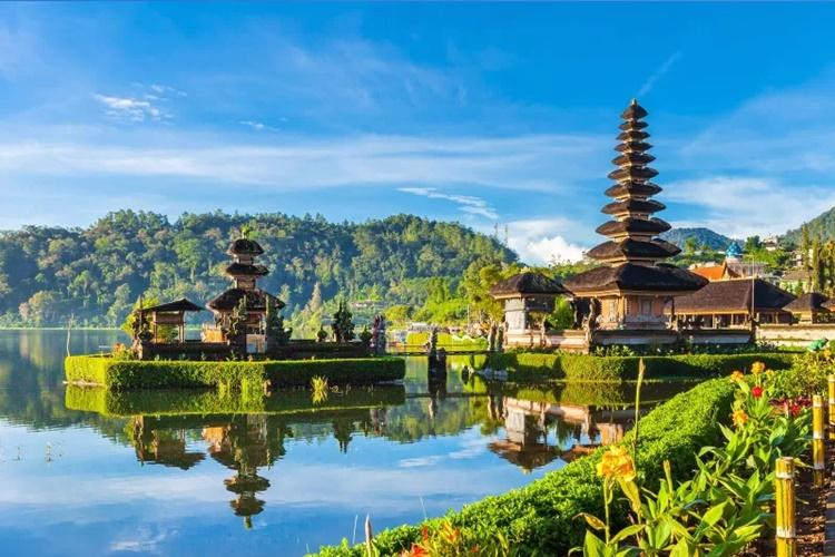 2 American Tourists in Bali